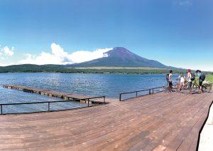 【山中湖と富士山】を望む絶景カフェの季節限定とろふわパンケーキ